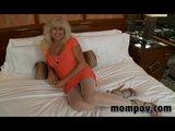 Seksi plava keva na svom prvom snimanju pornica